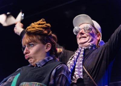 Livia Franz und Markus Maria Enggist in DR MUUWURF MIT EM GAGI UFEM CHOPF (Foto: Hannes Zaugg Graf)